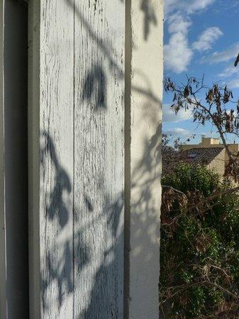 Hotel des Arceaux: par la fenêtre