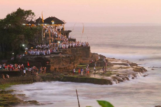 Bali Halal Tour - Day Tours : Suhaimi & family @ Tanah Lot Temple with Bali Halal Tours