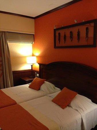 Le Surf Hôtel : ベッド