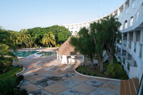 Hotel Uxmal Resort Maya: Вид с балкона