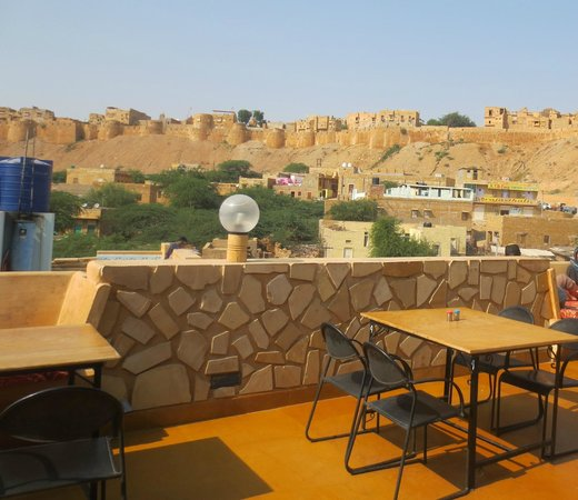 The Royale Jaisalmer : View of Fort from Roof Top Restaurant