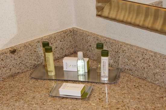 DoubleTree by Hilton Columbia : Bathroom