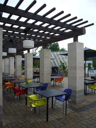 Hotel Indigo Long Island - East End: outdoor eating area