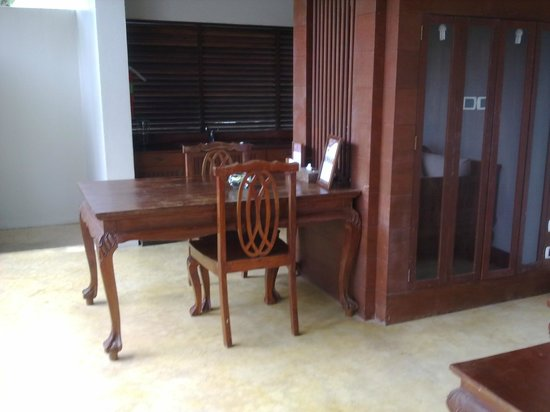 Malisa Villa Suites : dining