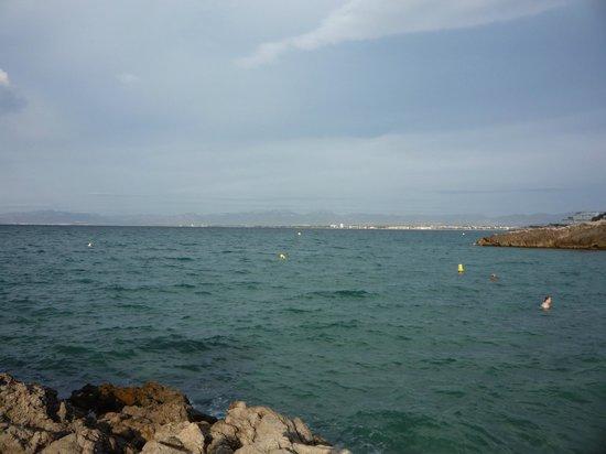 Hotel Best Cap Salou: Вид на море с пляжа отеля.