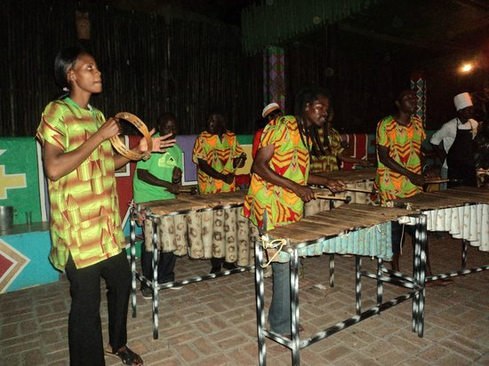 Chobe Game Lodge: Boma dinner entertainment
