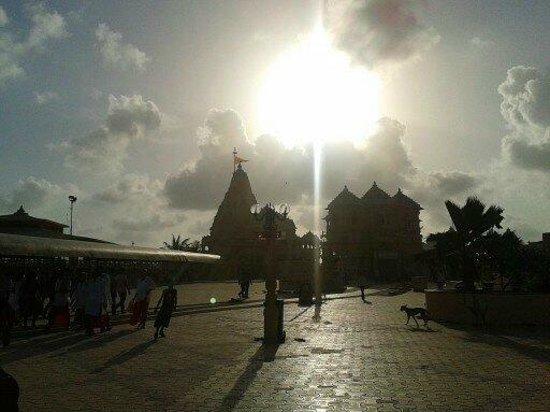 Somnath Mahadev Temple: Distant Dellight at sunset