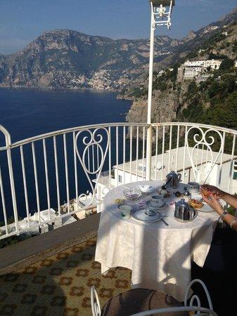 Hotel Smeraldo: Frühstück auf der Terasse: am 31.10.2013