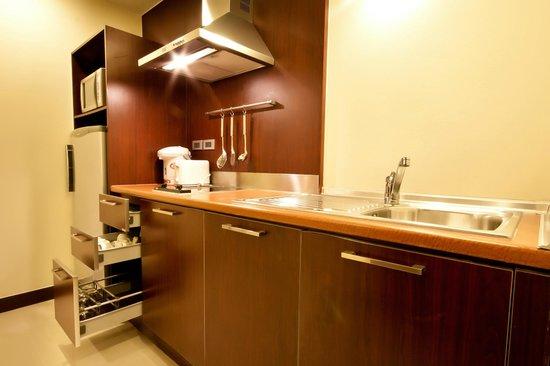 Grand Mercure Bangkok Asoke Residence : Kitchen - All Suites