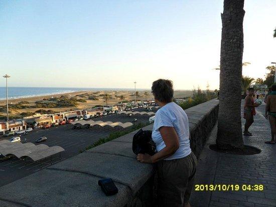 NH Rambla de Alicante: Utsikt över Maspalomasöknen från strandpromenaden.
