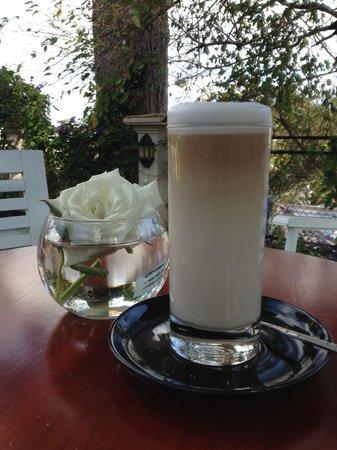 ZEN Cafe & Villa: coffee in the garden