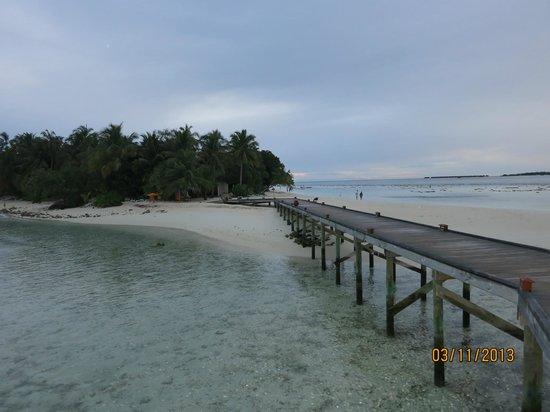 Vilamendhoo Island Resort & Spa: Мостик к китайскому ресторану Вок
