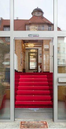 Hotel Burgschmiet: Hoteleingang