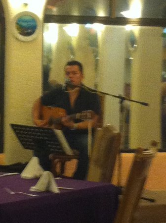 Hotel Cozumel and Resort: delightful music on selected days