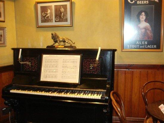 SAB World of Beer: Bar mock-up piano