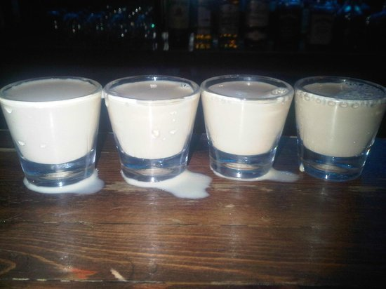 Dewey's Pub: The best shots ever!