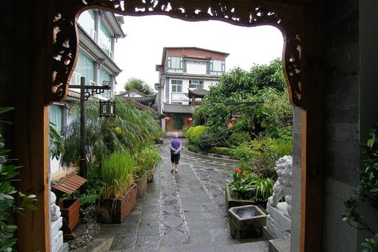 Landscape Hotel : One of the courtyards