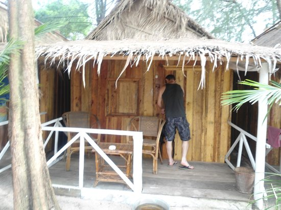 Jungle Beach Bungalows: Outside the bungalow