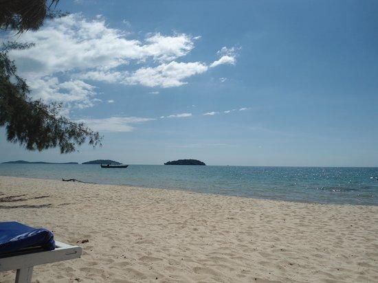 Jungle Beach Bungalows: The beach