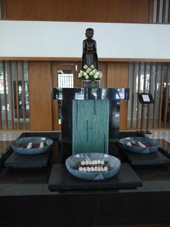 Kantary Hills, Chiang Mai: center of the hotel lobby