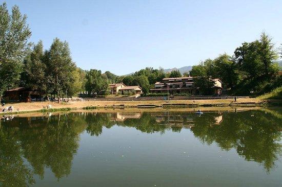 I Laghi della Tranquillita : Vista panoramica del Lago e della struttura