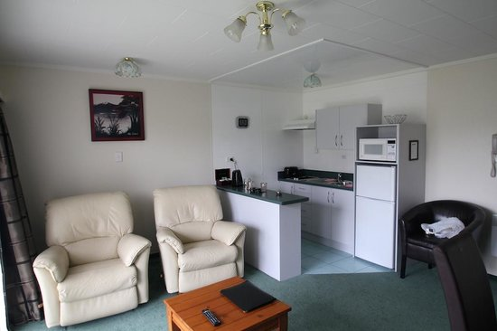 Fiordland Lakeview Motel and Apartments : Kitchen / Dining