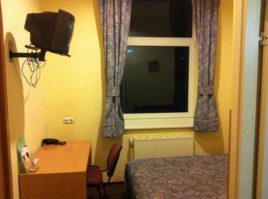 Ecotel Vilnius: Маленький двуспальный номер