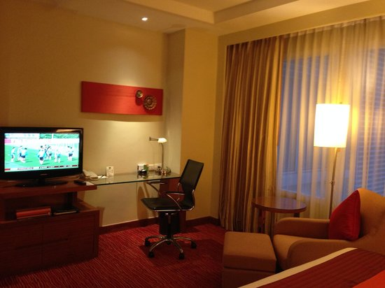 Courtyard by Marriott Bangkok: Sitting area with workdesk