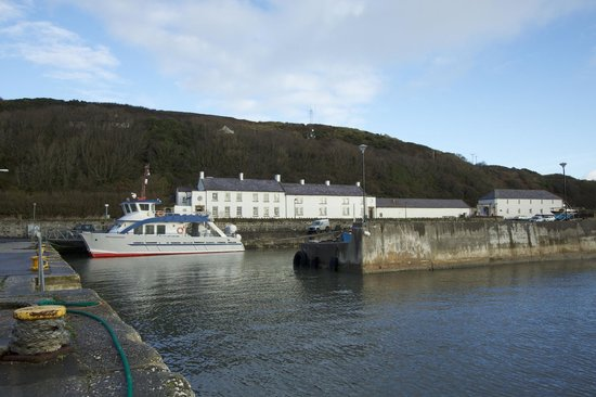 Manor House Rathlin Island : The Manor House with the ferry in front