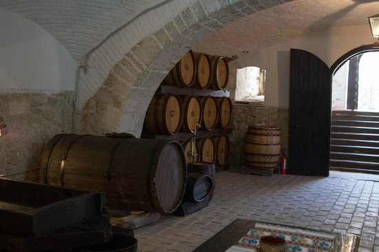 Bellu Manor: wine cellar museum