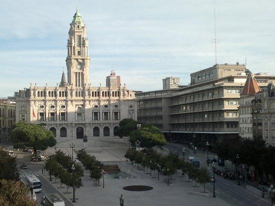 Hotel Aliados: foto di una parte della piazza dal balcone