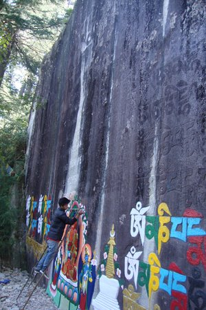 Hotel Dream Land Riverside : Rock painting near the hotel