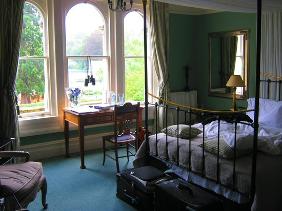 Beckford House : Front bedroom with 4-poster bed