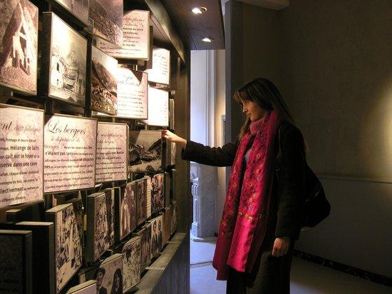 Chateau de Seix: Salle des cartes postales anciennes
