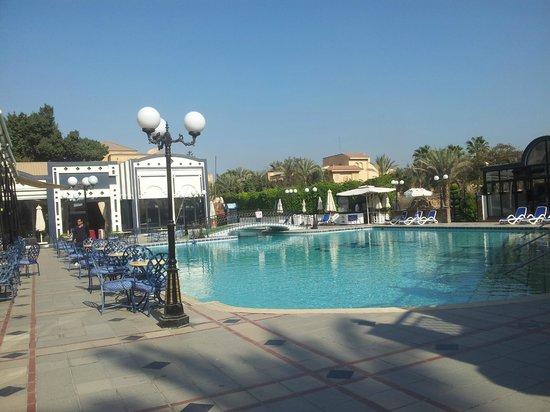 Oasis Hotel: Pool area