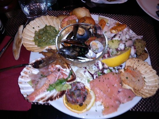 Ristorante Pizzeria Il Clarinetto : Ottimo per Pesce e Pizze. Peccato che il ristorante è gestito da due GOBBI