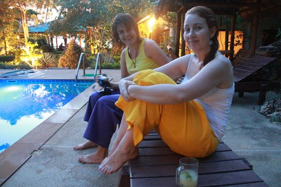 Ananda Wellness Resort: Me & my friend next to the pool
