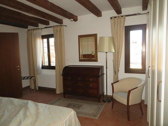 Residence Corte Grimani: Main bedroom