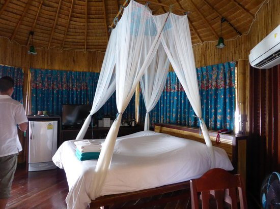 Koh Tao Bamboo Huts: belle literie