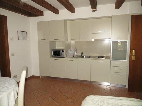 Residence Corte Grimani : Kitchen area in living room/bedroom (fold out sofa)