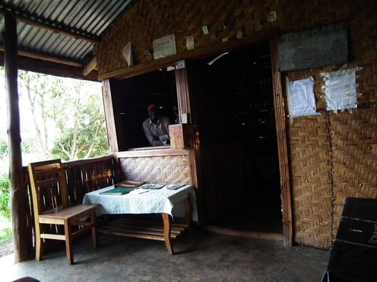 Ruhija Gorilla Friends Resort and Campsite : Reception / Bar