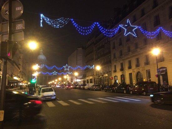Hotel Cluny Sorbonne: rue Soufflot