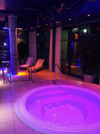 Abbey Hotel : Jacuzzi at Night