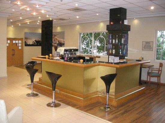 Prima Too: The bar area