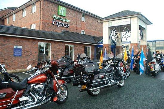 Holiday Inn Express Lichfield: Parking