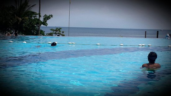 Nirwana Gardens - Mayang Sari Beach Resort : Infinity Swimming Pool