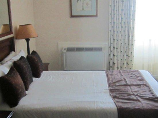 Balmoral Hotel: Room
