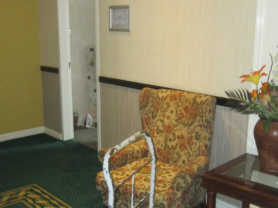 Balmoral Hotel: Chair outside rooms opposite lifts