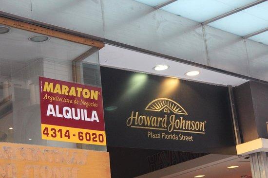Howard Johnson Plaza Florida Street: Fachada do hotel