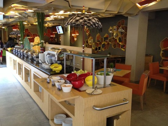 D Varee Diva Kuta Bali: Breakfast buffet.. Kind of bland.